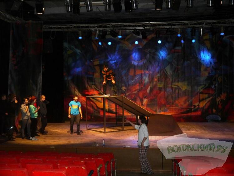 На премьерном спектакле «Маугли» актеры ВДТ расскажут о «законах джунглей»