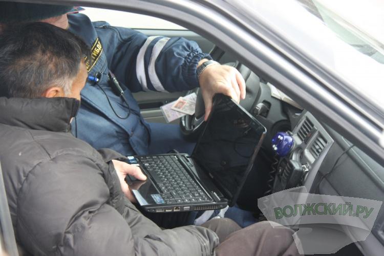 Накануне Дня автомобилиста у водителей проверили знание ПДД