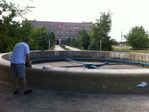 Пока жара изнуряет волжан, администрация экономит воду