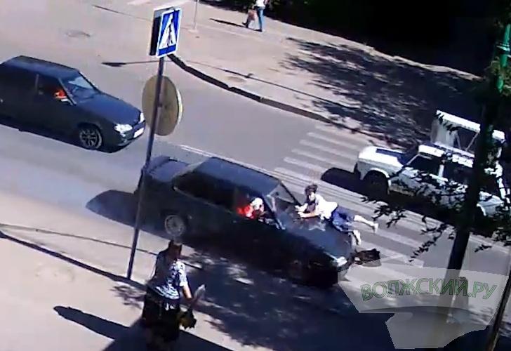 В Волжском сбили двоих пешеходов