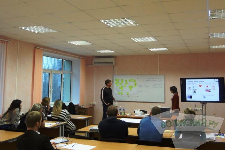 Центр инжиниринга Волгоградской области провел экскурсию для бизнесменов на «Газпром химволокно»