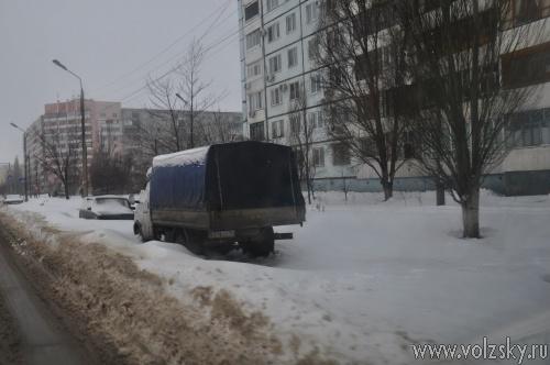 Уборке дорог от снега мешают сами же волжане. Фотоподборка