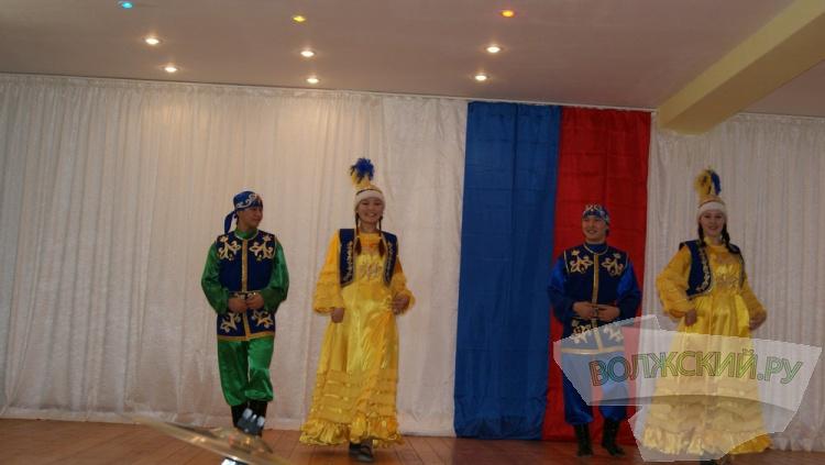 В День Конституции в Волжском объединились разные национальности