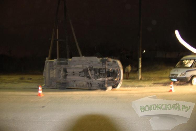 В ДТП в Волжском опрокинулась «маршрутка» 14 «а»