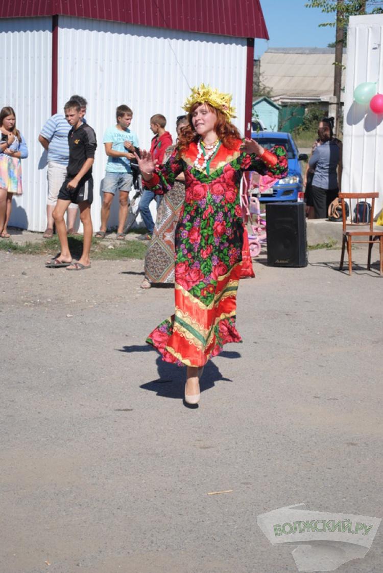 В посёлке Паромный провели осенний праздник