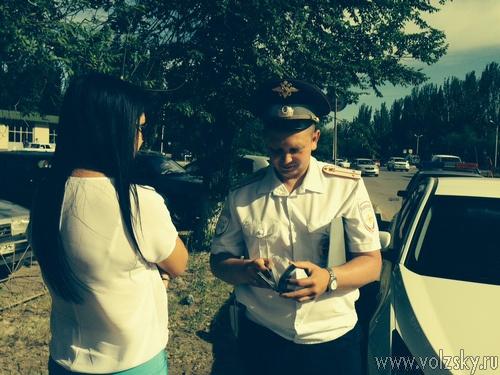 В Волжском наказали водителей, не пропустивших машины со спецсигналами