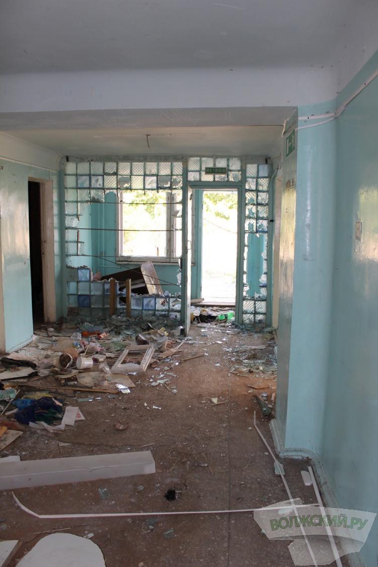 В Волжском неизвестные разгромили подростковый клуб «Атлант»