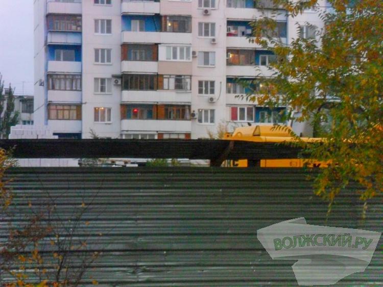 В Волжском незаконно строят гостиницу?