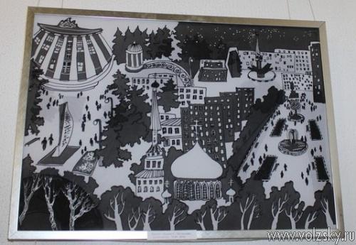 В Волжском открылась выставка картин о городе