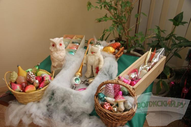 В Волжском открылась выставка ретро-игрушек и ретро-фотографий
