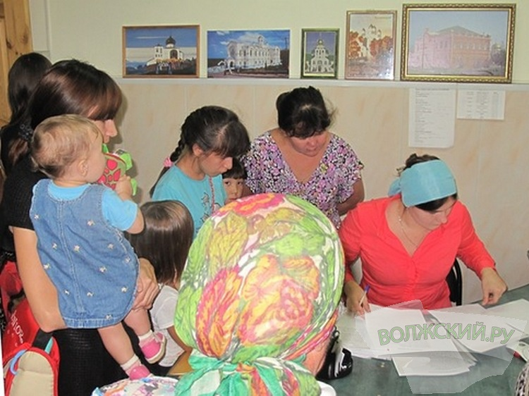В Волжском продолжаются сборы помощи малоимущим семьям
