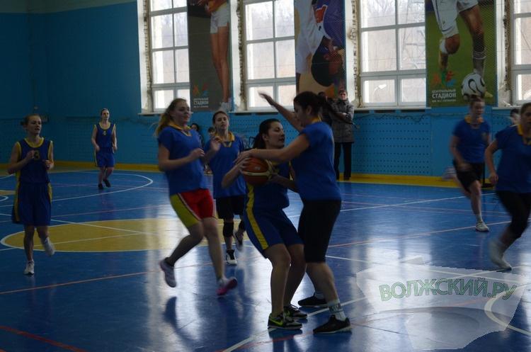 В Волжском прошла спартакиада по баскетболу среди девушек