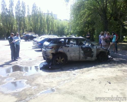 В Волжском сгорел «Land Rover»
