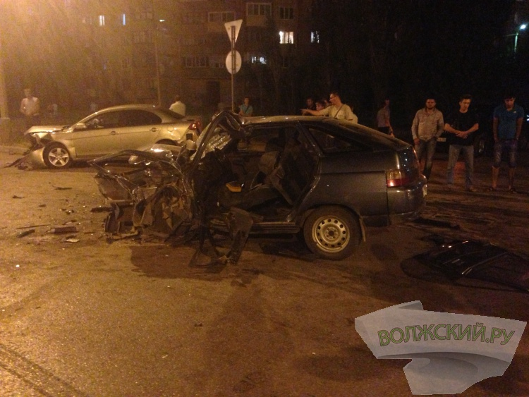 В Волжском столкнулись 4 автомобиля из-за превышения скорости