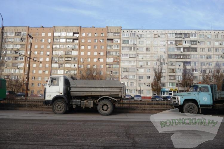 Вдоль «Волгамолла» на Александрова в связи с ремонтом проходят «скАчки»