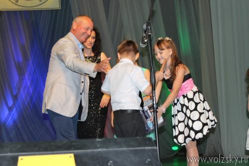 Виталий Лихачев наградил победителей детского поэтического конкурса