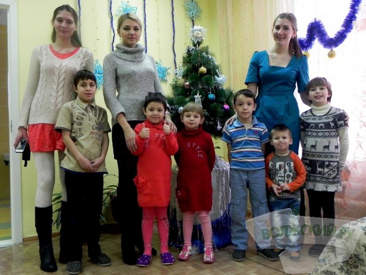 Волонтёры поздравили волжских детдомовцев с Новым годом