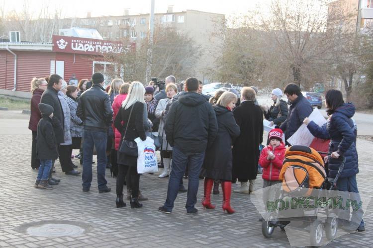 Волжане вышли на митинг против произвола коммерсанта