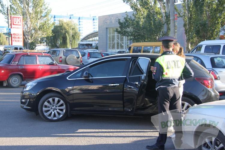Волжские инспекторы ДПС за 2 часа «растонировали» около 40 автомобилей