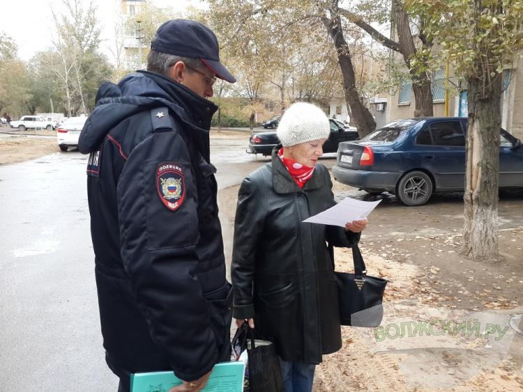 Волжские полицейские вместе со студентами пошли по бабушкам