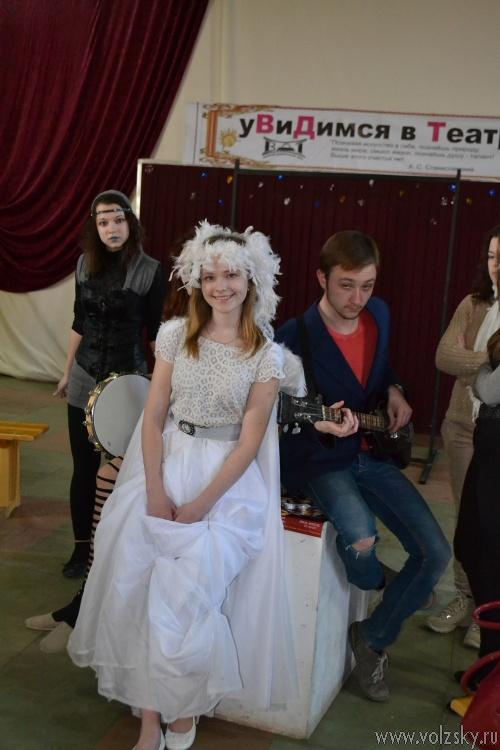 Волжский драматический театр устроил пирушку
