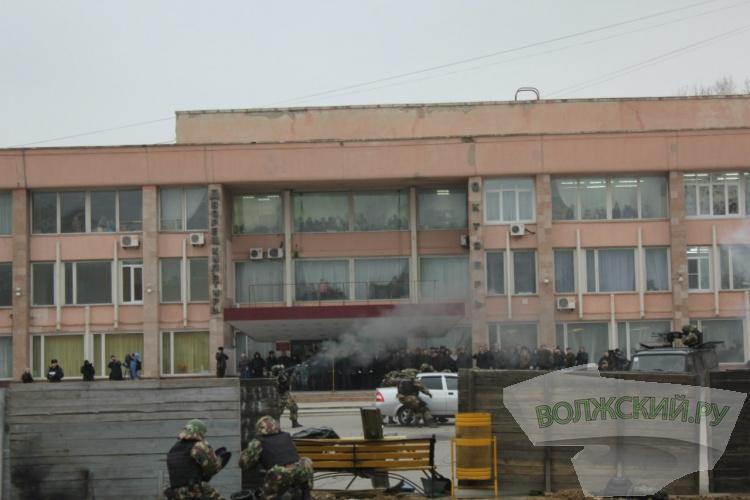 Волжское УМВД отметило юбилей взрывами в центре города
