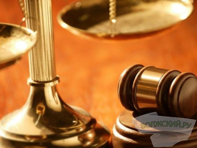 В Волжском коррумпированную чиновницу мэрии отправили за решетку