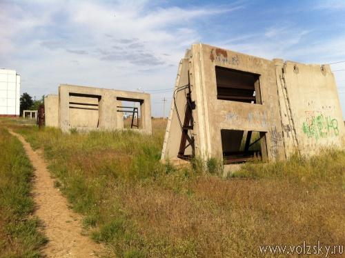 Заброшенную школу в новой части Волжского достроят?