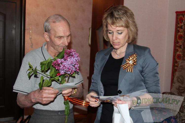 Депутаты гордумы поздравляют ветеранов по-семейному, на дому