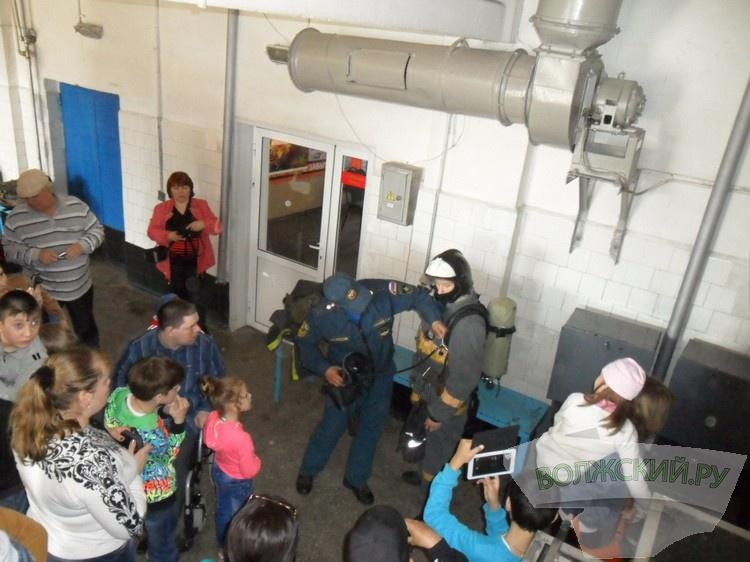 Дети-инвалиды побывали в гостях у волжских пожарных