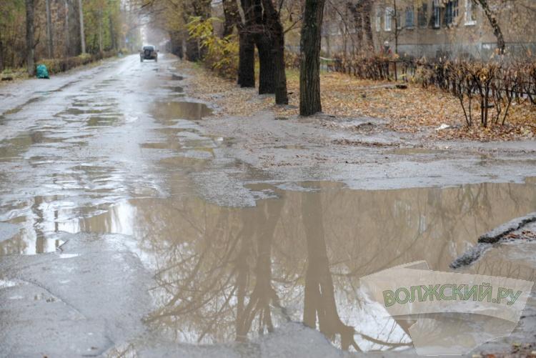 «Город в луже»: начало сезона дождей волжане отметили большим «заплывом»