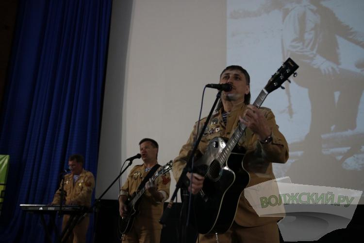 Группа «Южный ветер» устроила в Волжском благотворительный концерт