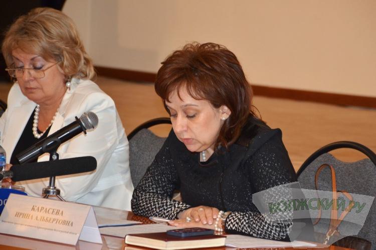 Большое совещание медиков региона в Волжском: о «ручном управлении» смертностью, талонах и фаст-фуде