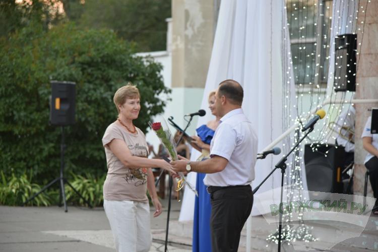 «Избранным» волжанам вручили награды ко Дню города