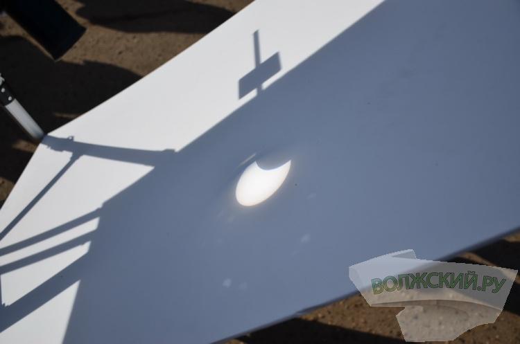 Как Луна «надкусила» Солнце: большой фотоотчет с затмения в Волжском