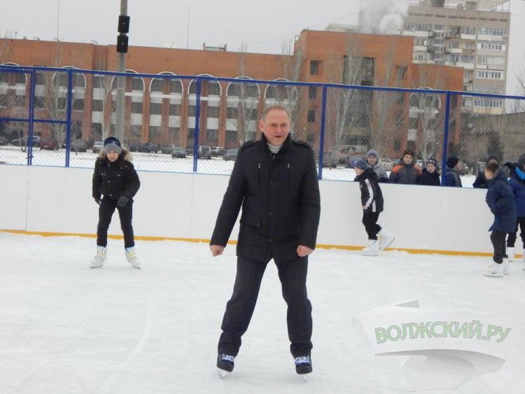 Каток на площади Ленина сегодня бесплатный