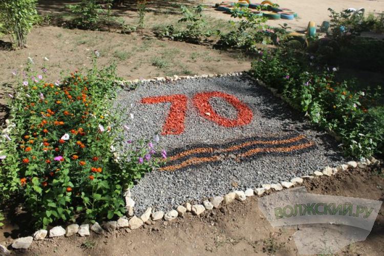 Конкурсная комиссия оценивает «Цветы Победы»