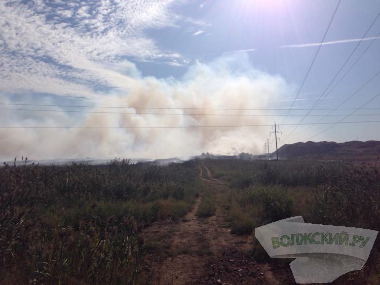 Крупный пожар охватил 3 гектара