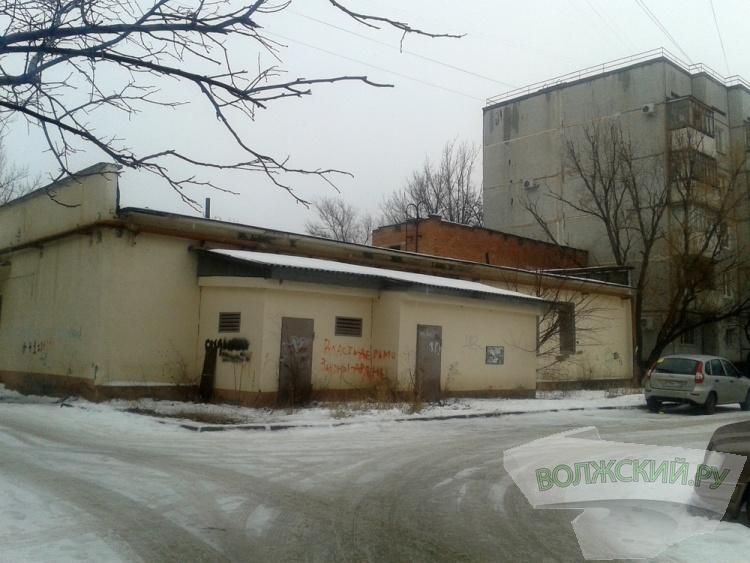 Магазину посреди двора в Волжском не дали расшириться