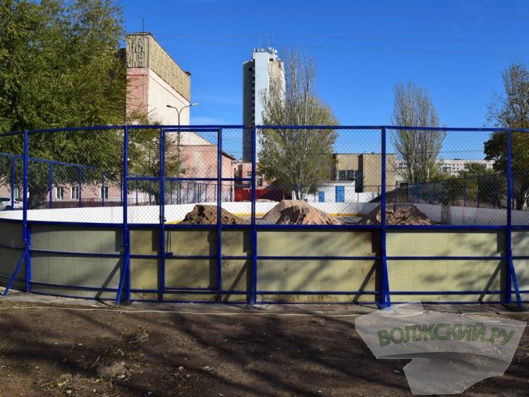 На главной площади Волжского готовят ледовый каток
