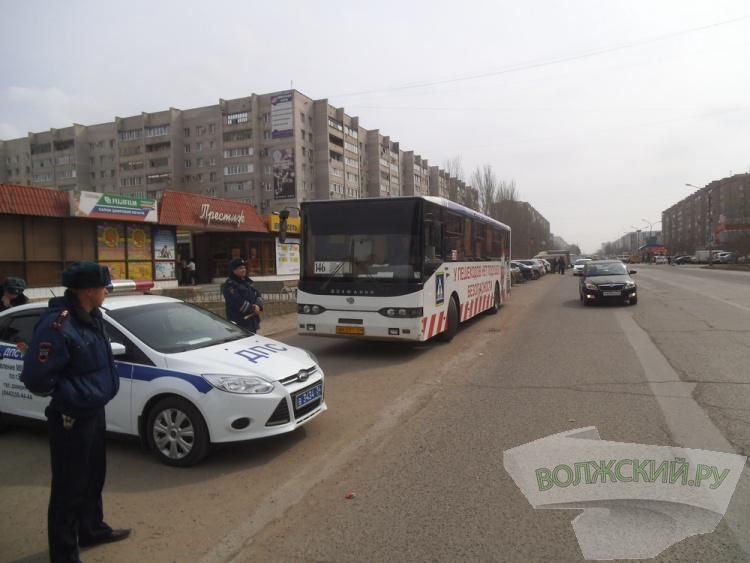 ОГИБДД города Волжского и волонтеры воспитали нерадивых пешеходов