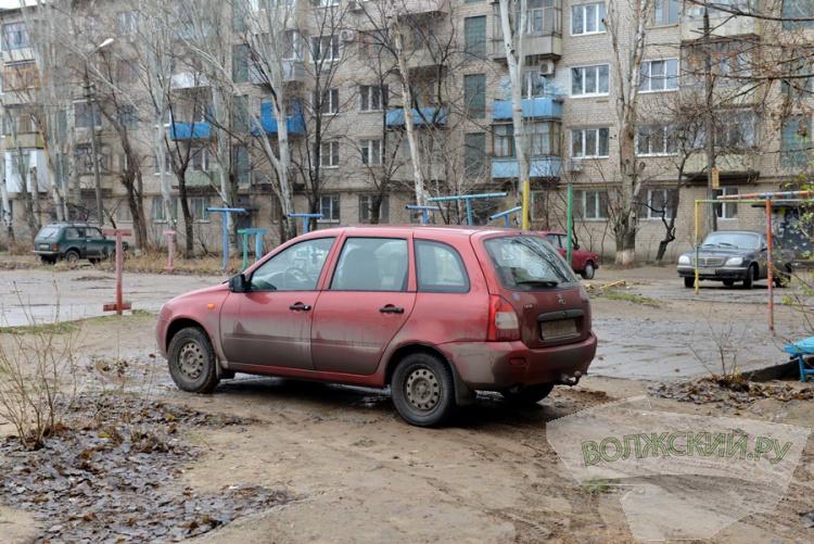 «Паркуешься – включай мозги!»: контролеры мэрии взяли парковки «под прицел»