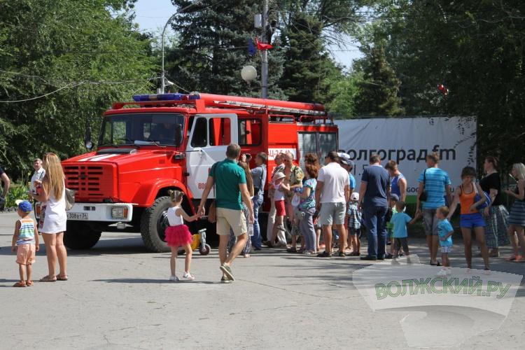 Пожарные встретились с волжанами