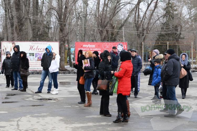 Самых лучших мам в Волжском поздравили с 8 марта
