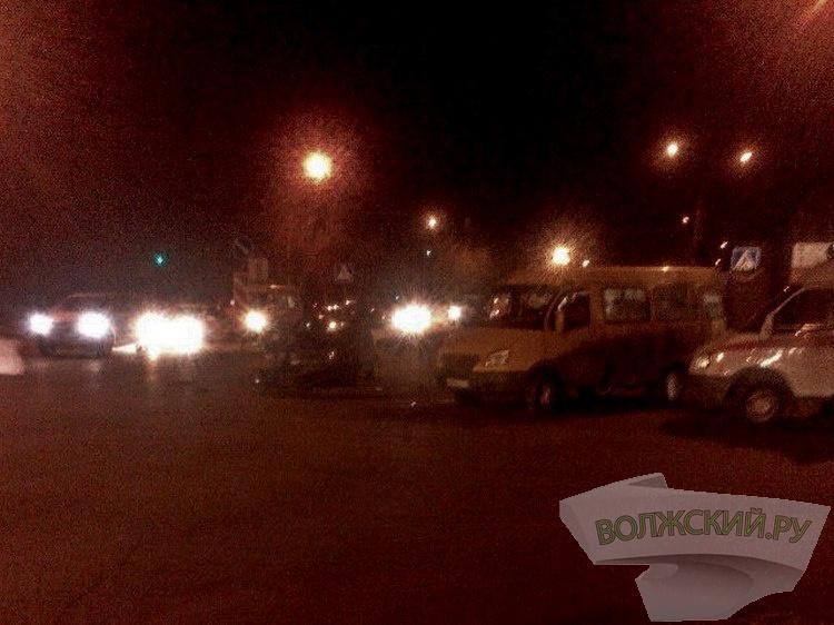 Страшная авария в Волжском  – сильно пострадали пассажирки «маршрутки»