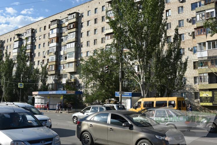 Светофор на остановке в 7 микрорайоне опять «переселили»
