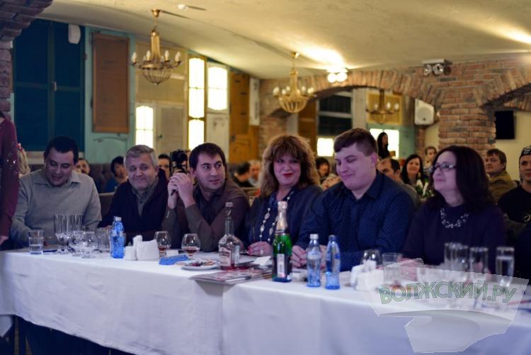 Участницы «Миссис Волжский-2015» впервые сразились в караоке