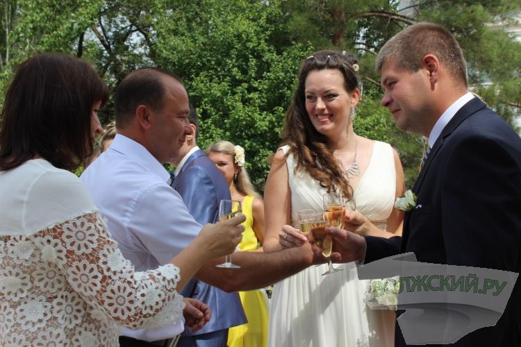 В честь Дня города в Волжском образовались 4 семьи