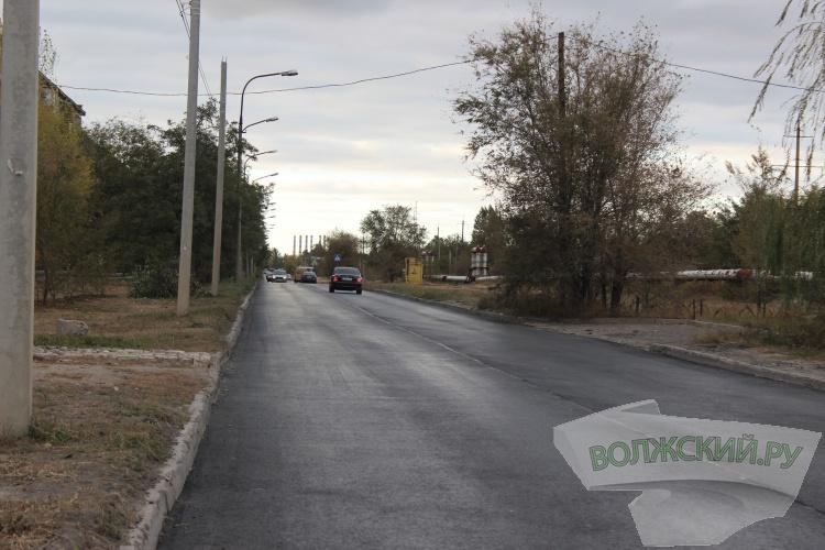 В Волжском активными темпами ремонтируют дороги