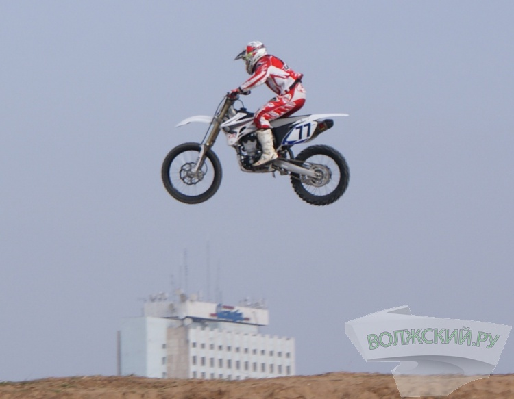 В Волжском мотокроссе победила команда организаторов гонки